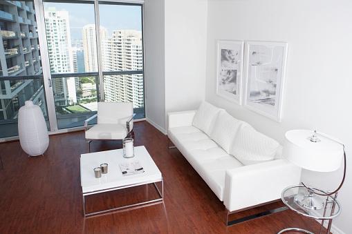 見渡す「Sofa, coffee table and windows in modern apartment overlooking high rise buildings」:スマホ壁紙(17)
