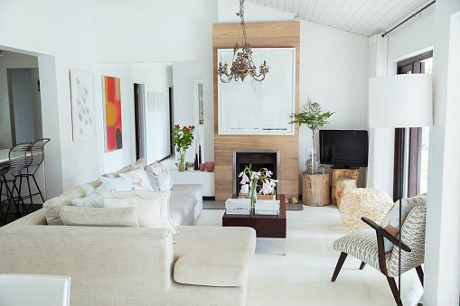 ソファ「Sofa, coffee table and fireplace in modern living room」:スマホ壁紙(8)