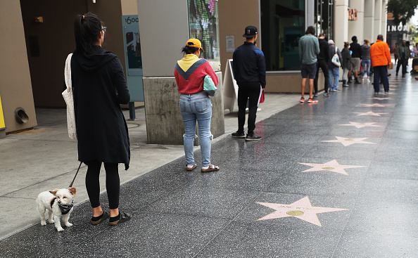 Hollywood - California「Coronavirus Pandemic Causes Climate Of Anxiety And Changing Routines In America」:写真・画像(2)[壁紙.com]