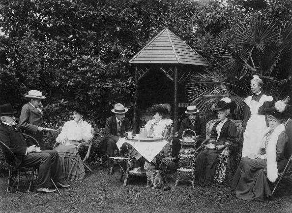 Front or Back Yard「Tea In The Garden」:写真・画像(16)[壁紙.com]