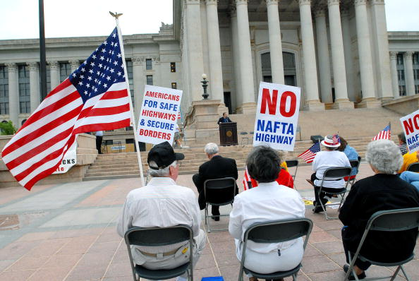 Free Trade Agreement「Protestors Rally At OK State Capitol Against Mexican Truckers」:写真・画像(1)[壁紙.com]