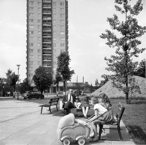 Harold Clements「Tower Block」:写真・画像(4)[壁紙.com]