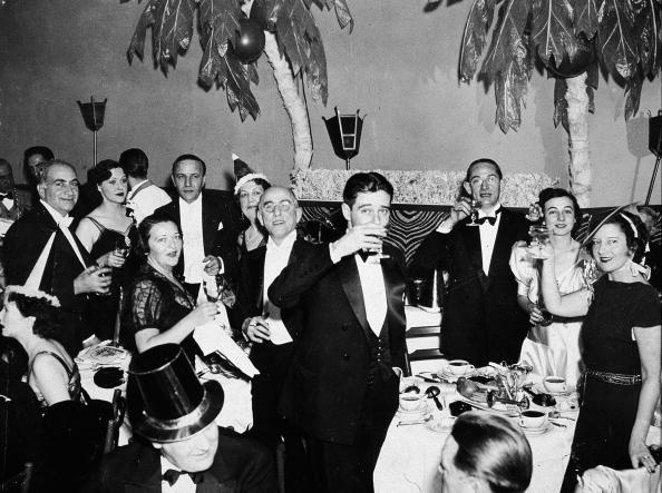 New Year's Eve「People Celebrating On New Years Eve」:写真・画像(10)[壁紙.com]