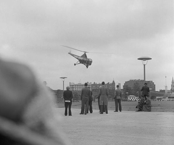 Evening Standard「Helicopter Landing In London」:写真・画像(1)[壁紙.com]