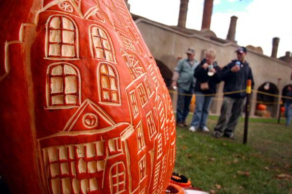 Copy Space「Pumpkinfest Pumpkin Carving Gallery Held In Doylestown, Pennsylvania」:写真・画像(15)[壁紙.com]