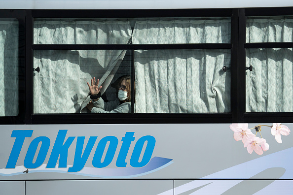 Tomohiro Ohsumi「Passengers Disembark Diamond Princess Cruise Ship After Quarantine Ends」:写真・画像(7)[壁紙.com]