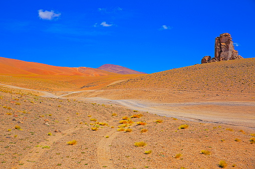 Bolivian Andes「Dirt road - Country road mountain pass to Dramatic Salar de Tara and rock formations - Idyllic Atacama Desert, Volcanic landscape panorama – San Pedro de Atacama, Chile, Bolívia and Argentina border」:スマホ壁紙(19)