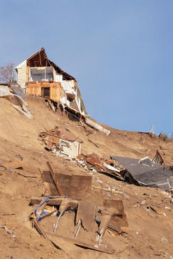 Landslide「Houses destroyed by a natural disaster」:スマホ壁紙(17)
