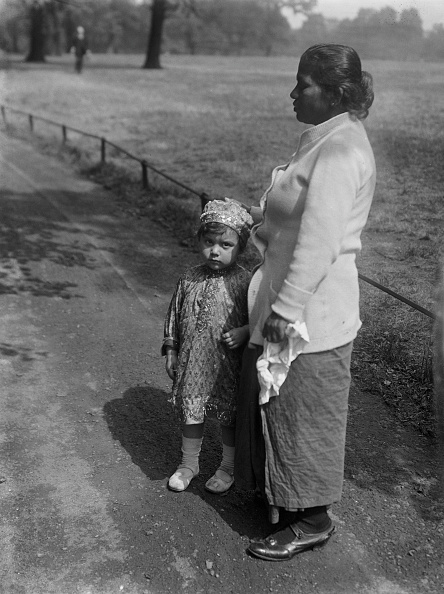 Indian Subcontinent Ethnicity「Nanny And Child」:写真・画像(9)[壁紙.com]
