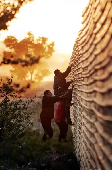 Fence「Volunteers Patrol Arizona Border For Illeagal Immigrants」:写真・画像(15)[壁紙.com]