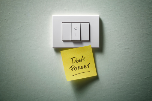Push Button「Don't forget. Light switch with yellow sticky note.」:スマホ壁紙(13)