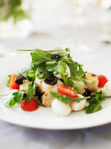 Vinaigrette Dressing「Panzanella salad with greens, tomatoes, bread,mozarella and red onions」:スマホ壁紙(0)