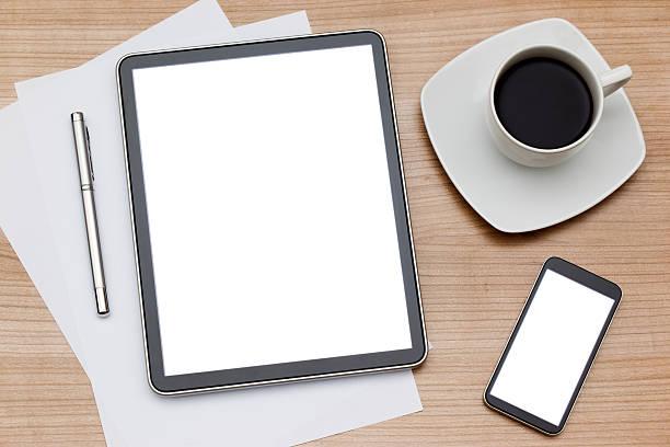 Coffee mug with tablet computer and smartphone:スマホ壁紙(壁紙.com)
