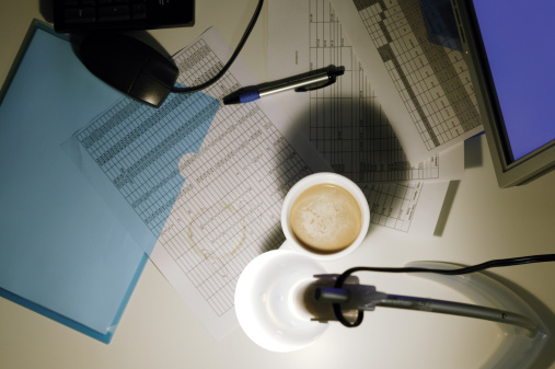 Desk Lamp「Coffee mug on desk covered with paperwork」:スマホ壁紙(14)