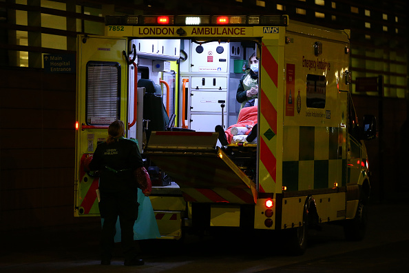 Hollie Adams「Ambulances Queue Up Outside Hospitals As Covid Puts Pressure On NHS」:写真・画像(16)[壁紙.com]