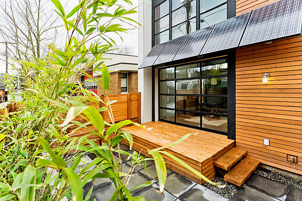 Living Green with Solar Panels:スマホ壁紙(壁紙.com)