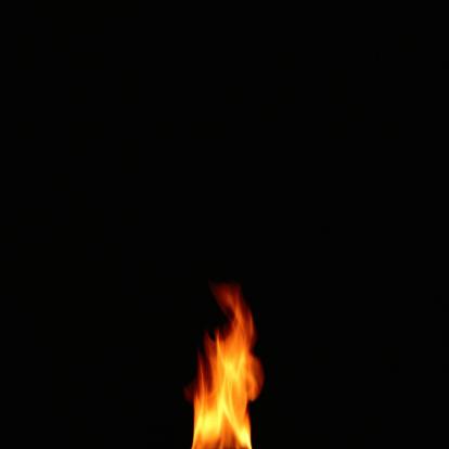 炎「Small Flame Burning in the Dark」:スマホ壁紙(14)