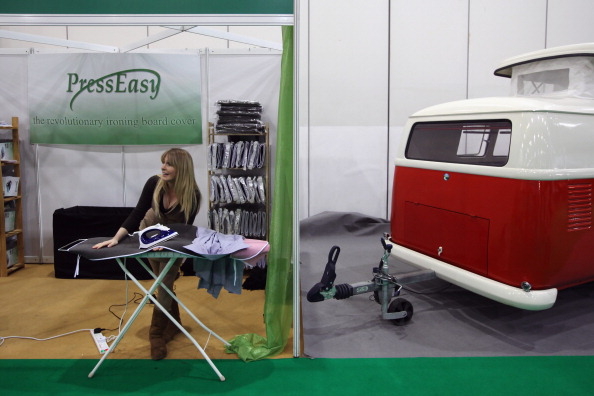 Central Press「Camping And Caravan Enthusiasts Visit The ExCel Caravanning Show」:写真・画像(0)[壁紙.com]
