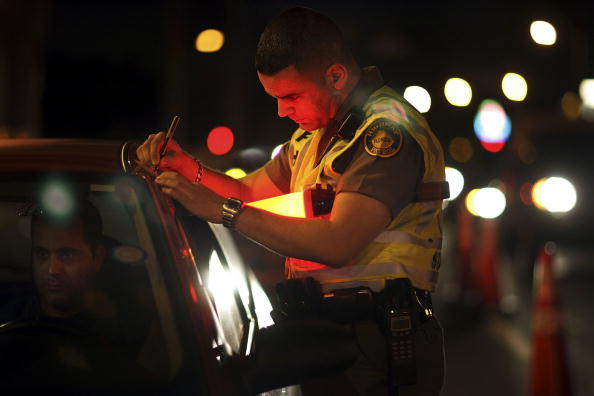 Drunk Driving「Miami Police Erect DUI Checkpoints During Holiday Season」:写真・画像(15)[壁紙.com]