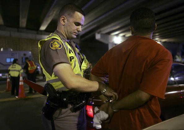 Drunk Driving「Miami Police Erect DUI Checkpoints During Holiday Season」:写真・画像(18)[壁紙.com]