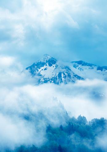 雪山「シュールな自然」:スマホ壁紙(4)
