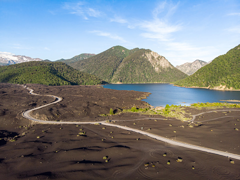 The Nature Conservancy「Lava beds in the shores of Verde Lake in Conguillio National Park」:スマホ壁紙(7)