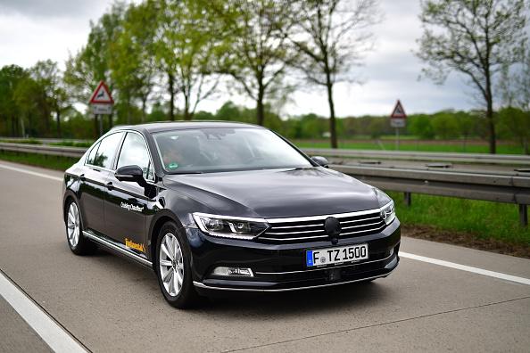 Volkswagen Passat「Continental AG Tests Autonomous Car Functions On A2 Highway」:写真・画像(19)[壁紙.com]
