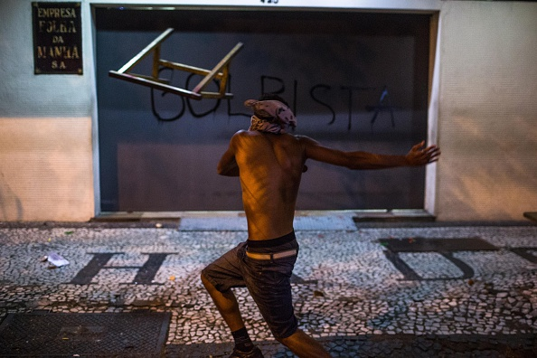 São Paulo「Protestors March In Sao Paulo After Impeachment Of Pres. Dilma Rousseff」:写真・画像(11)[壁紙.com]