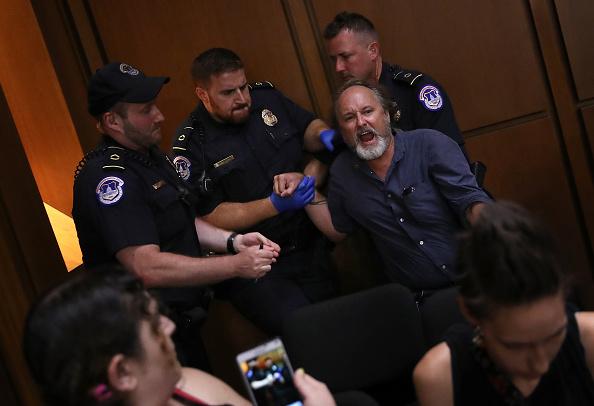 抗議者「Senate Holds Confirmation Hearing For Brett Kavanaugh To Be Supreme Court Justice」:写真・画像(18)[壁紙.com]