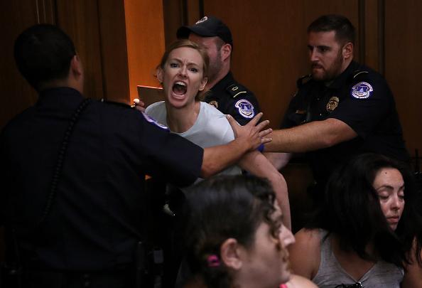 抗議者「Senate Holds Confirmation Hearing For Brett Kavanaugh To Be Supreme Court Justice」:写真・画像(3)[壁紙.com]