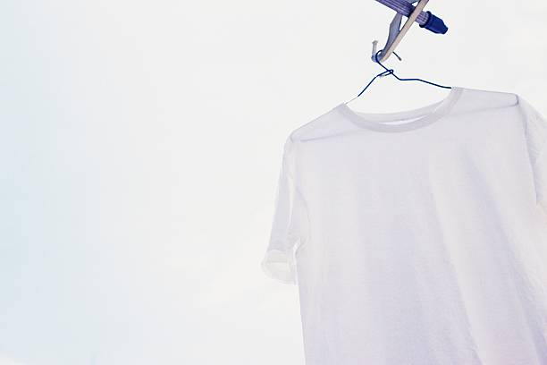 Hanging White T Shirt, Low Angle View, Close Up:スマホ壁紙(壁紙.com)