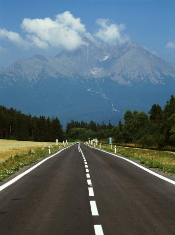 Tatra Mountains「Slovakia, Tatranska Lomnica, open road in Upper Tatra region」:スマホ壁紙(13)
