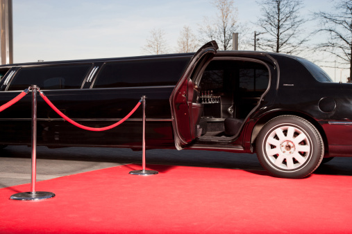 Arrival「Limo with open door on red carpet」:スマホ壁紙(0)