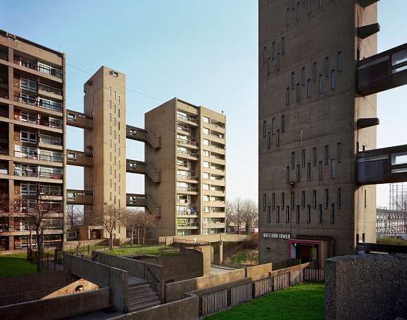 Empty「Balfron Tower designed by architect Goldfinger, completed 1968. A Grade II listed 27 storey housing block in the London borough of Tower Hamlets. London, UK」:写真・画像(18)[壁紙.com]