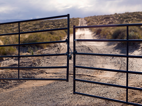 Glen Canyon National Recreation Area「Metal Gate Locked On A Dirt Road In Glen Canyon National Recreation Area; Utah United States Of America」:スマホ壁紙(17)