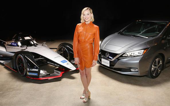 全身「Margot Robbie Attends Exclusive Event As Part Of The Nissan Formula E Launch Tour」:写真・画像(1)[壁紙.com]