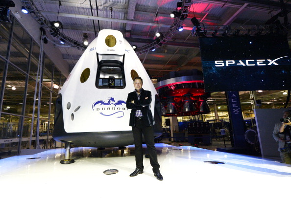 New「SpaceX CEO Elon Musk Unveils Company's New Manned Spacecraft, The Dragon V2」:写真・画像(3)[壁紙.com]