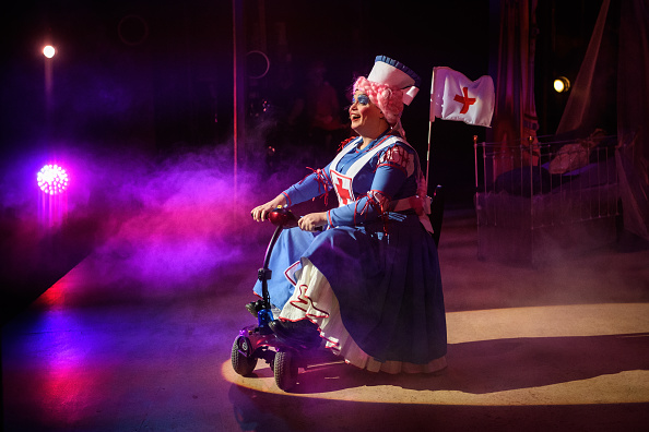 Theatrical Performance「Behind The Scenes At The Hackney Empire Pantomime」:写真・画像(2)[壁紙.com]