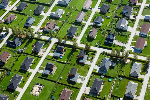 Conformity「Estonia, Uelenurme near Tartu, buildings in suburban neighborhood」:スマホ壁紙(8)