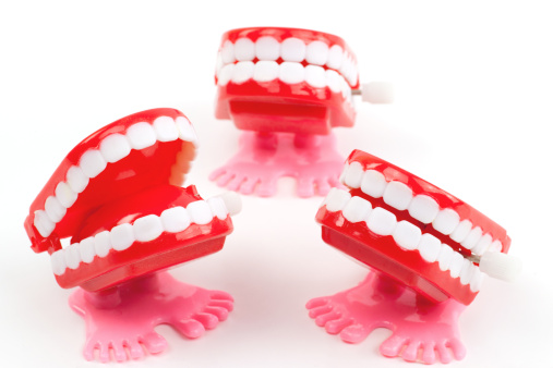 Laughing「Three wind up chattering teeth toys on white」:スマホ壁紙(8)
