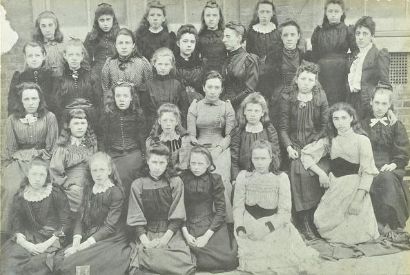 Greater London Council「Class Photograph, Bloomfield Road Girls School, Plumstead, London, 1891. Artist: Unknown.」:写真・画像(3)[壁紙.com]