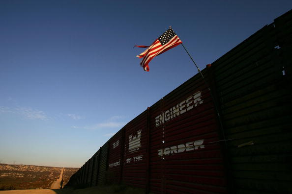 Wilderness Area「US-Mexico Border Fence Impacts Borderlands Environment」:写真・画像(2)[壁紙.com]