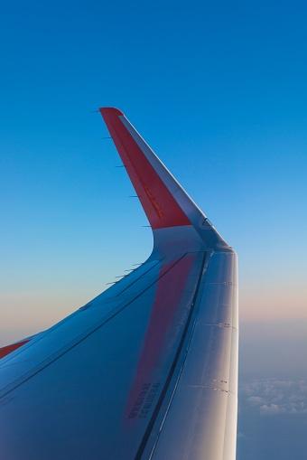 Aircraft Wing「Wingtip of an airliner」:スマホ壁紙(8)