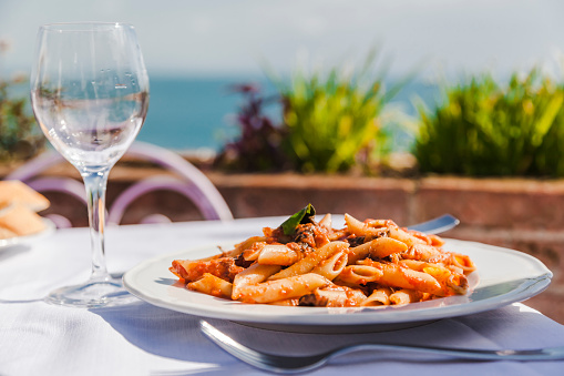 Tomato Sauce「Italy, Atrani, plate of Penne Rigate with tomato sauce and tuna」:スマホ壁紙(0)