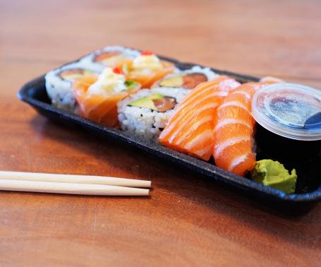 Wasabi「Succulent salmon sushi take-out waiting to be enjoyed」:スマホ壁紙(18)