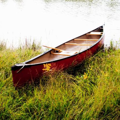 Canoe「Red Canoe by Lake」:スマホ壁紙(17)