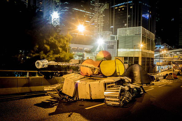 Armored Vehicle「Views Of Hong Kong's Pro-Democracy Protest Site Ahead Of Expected Clearance」:写真・画像(7)[壁紙.com]