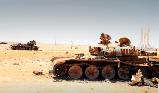 Rebellion「A T-80 tank destroyed by NATO forces in the desert north of Ajadabiya, Libya.」:スマホ壁紙(1)