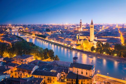アディジェ川「Verona 夜の」:スマホ壁紙(16)