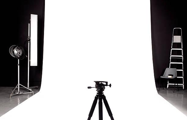 Tripod in photographers studio:スマホ壁紙(壁紙.com)